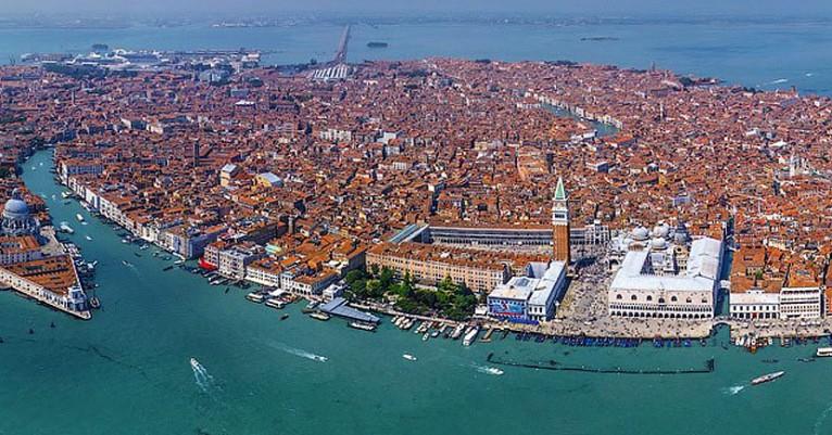 Resultado de imagem para Venezia